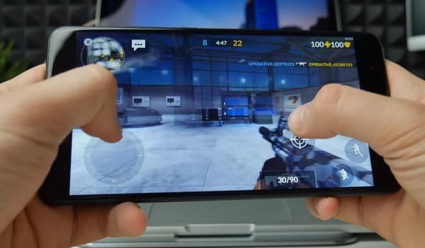 Игра на смартфоне Mi Max 2
