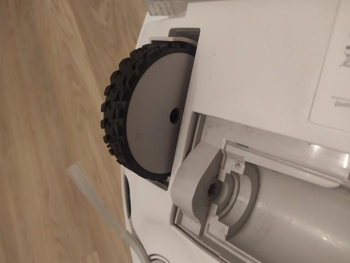Очистка колес робота-пылесоса